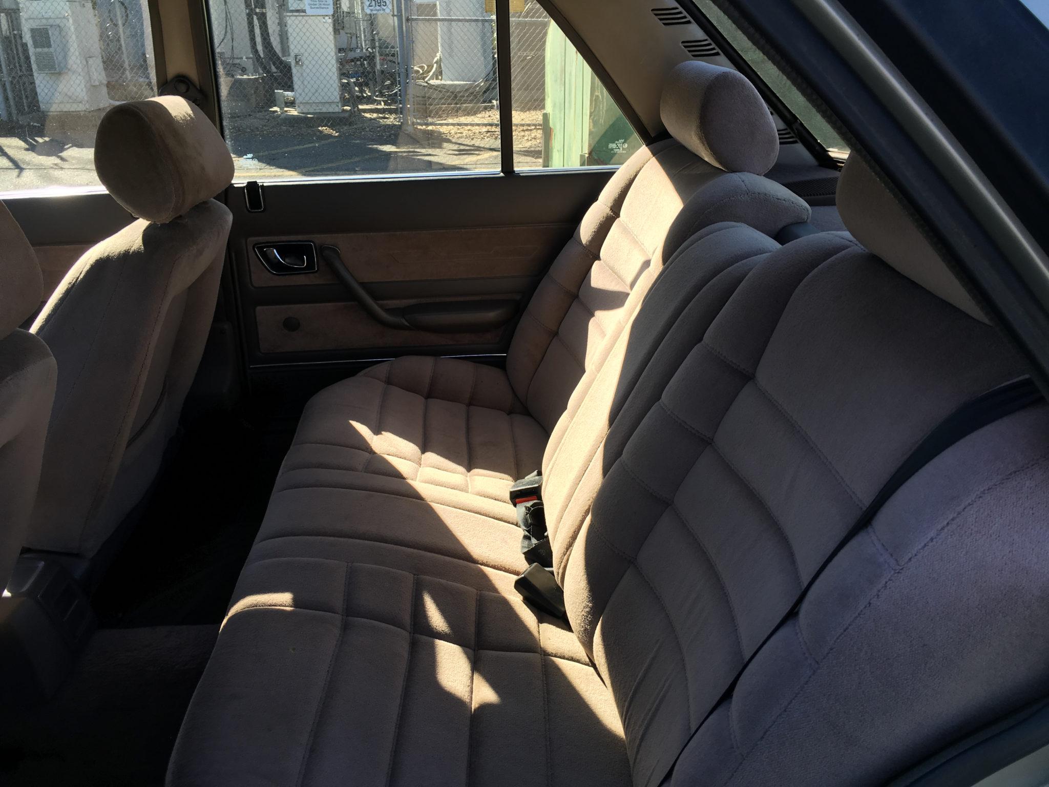 Peugeot 505 S interior back