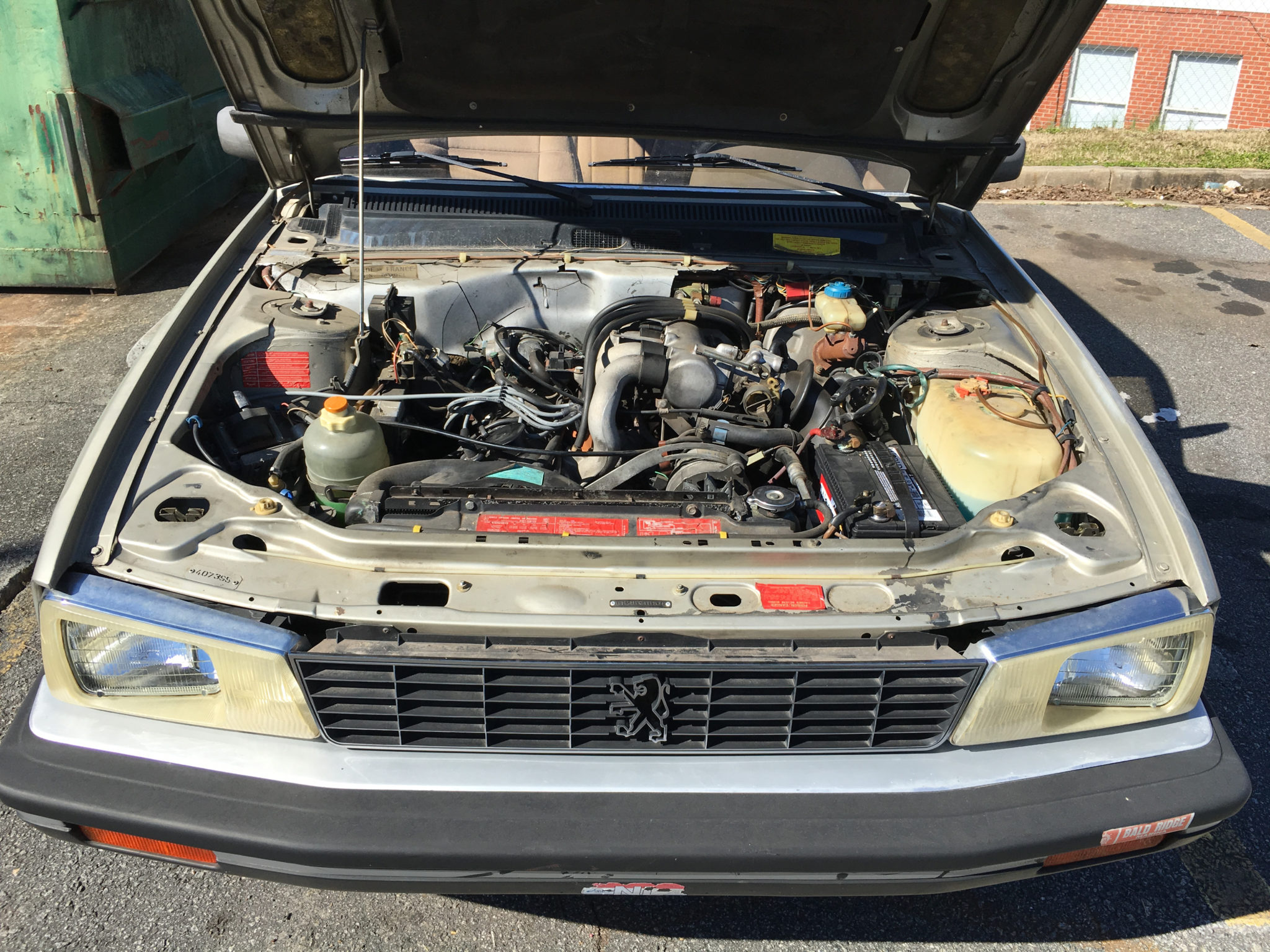 Peugeot 505 S Engine bay